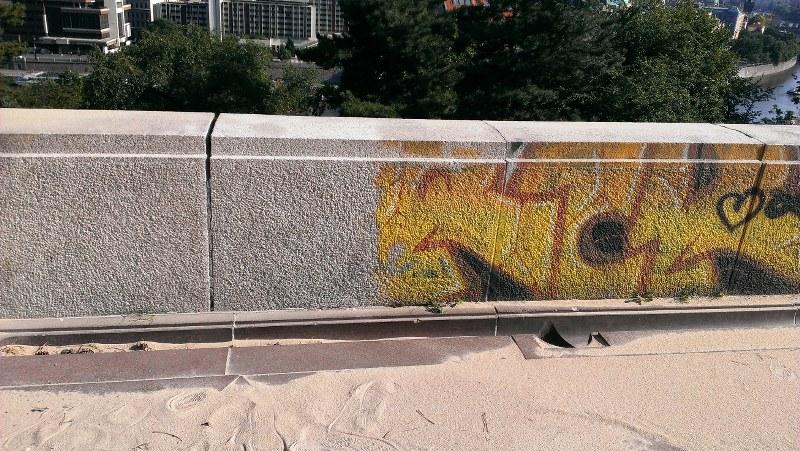 Rýchle a účinné odstránenie graffitov za pomoci pieskovačky