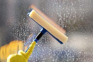 Umývanie okien aj vo výškach