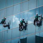 Čistenie okien a výškových budov