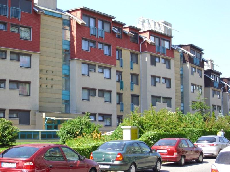 Odstránenie graffiti náter antigraffiti a fasádnou farbou Bratislava
