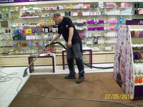 Profesionálne tepovanie, čistenie kobercov k. strojom