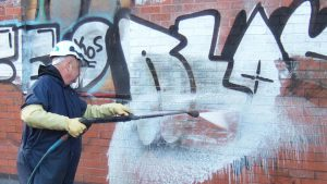 Antigraffiti náter - čistenie muriva po nanesení antigraffiti náteru