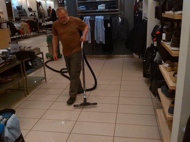 Strojové vyčistenie, navoskovanie podlahy Košice