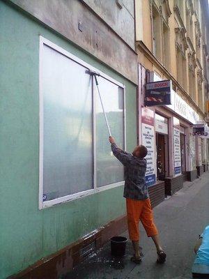 Umývanie okien a výkladov Bratislava